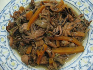 Pulpitos Guisados Con Verduras: Baby octopus stewed with vegetables
